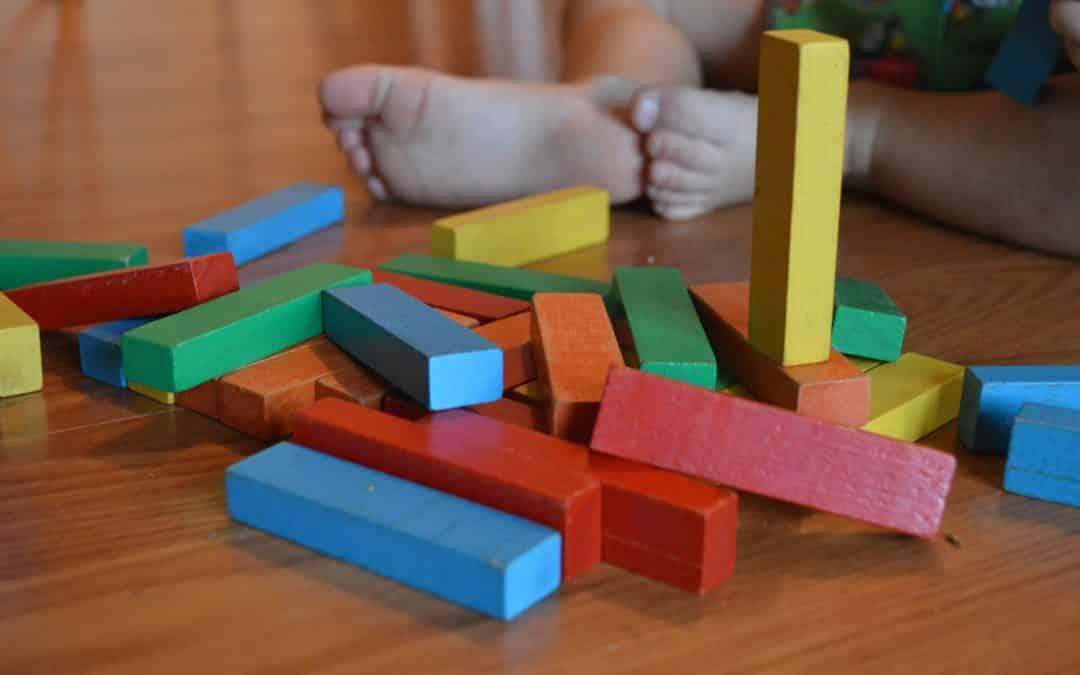juego de bloques en centros infantiles baleares en el espacio Montessori para los alumnos